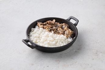 Бефстроганов c рисом