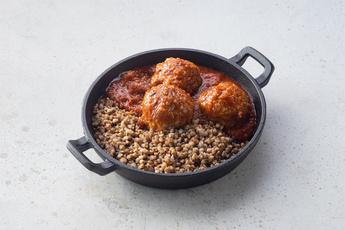 Ежики в томатном соусе с гречей