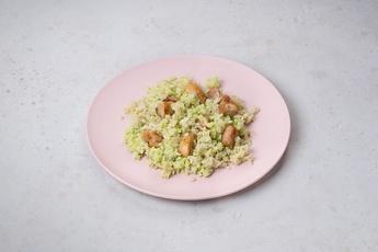 Индейка с рисом и соусом песто