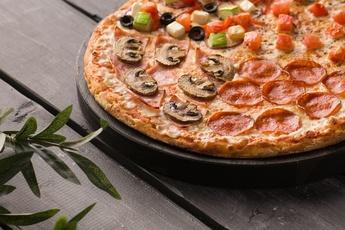Пицца «Четыре сезона» на тонком тесте 30 см