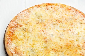 Пицца «Четыре сыра» на тонком тесте