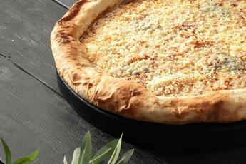 Пицца «Четыре сыра» с сырным бортом