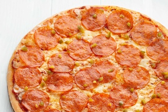 Пицца «Пепперони» на тонком тесте
