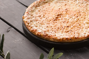Пицца «Сырная» на тонком тесте 30 см