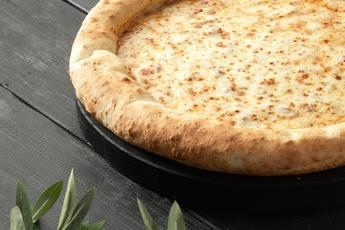 Пицца «Сырная» с сырным бортом 30 см