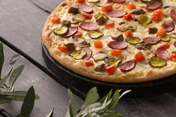Пицца «Венская» на тонком тесте 30 см