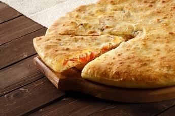 Осетинский пирог с помидором и сыром