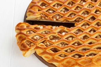 Русский пирог с яблоком и корицей