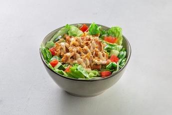 Теплый салат с куриными стрипсами