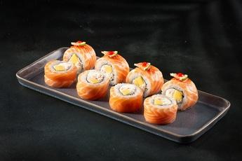 Ролл с лососем и манго